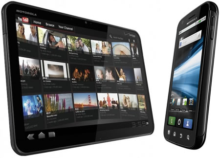 Motorola-Xoom-against-iPad2